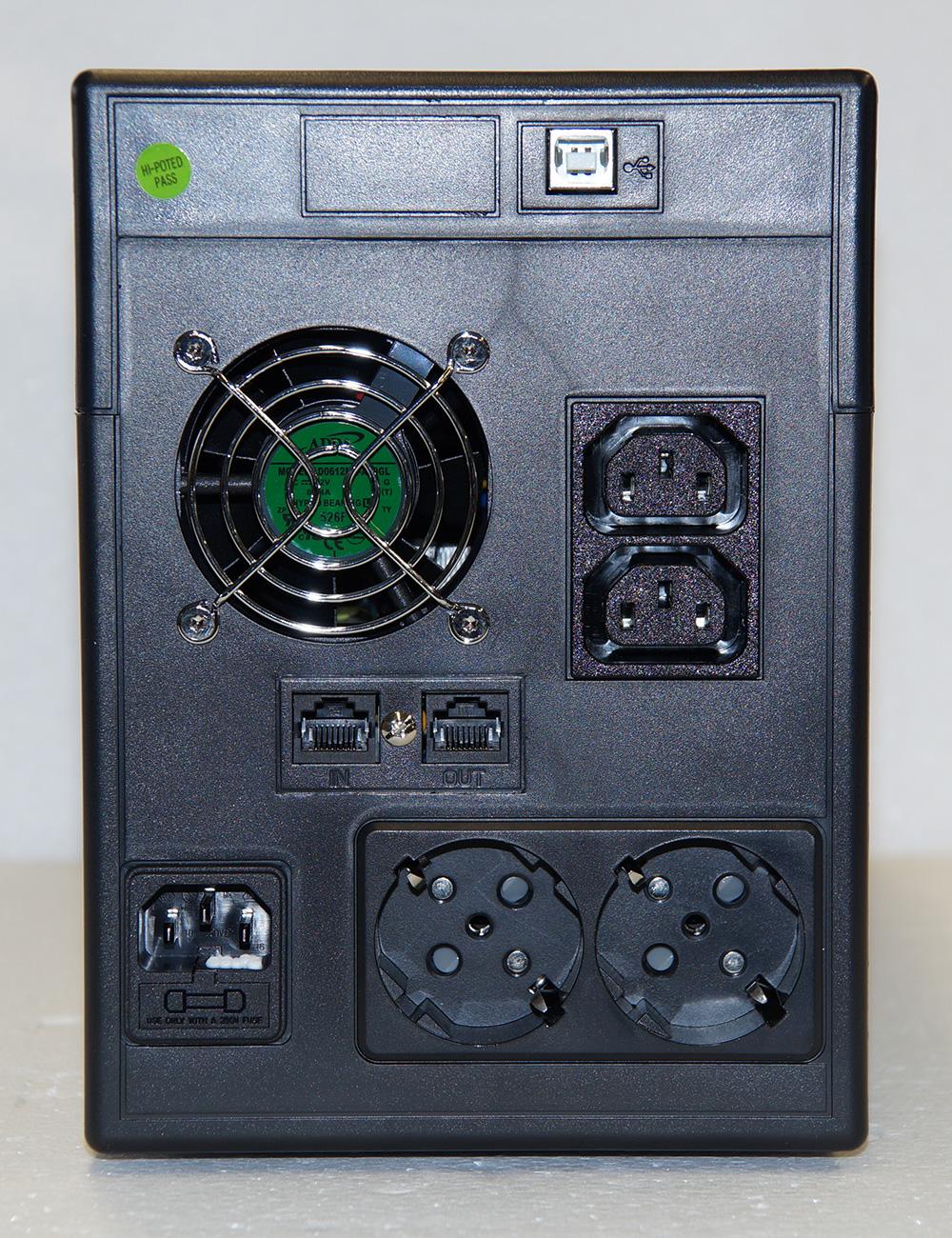 Steckplätze für USV Micro-1500-Pro_RS