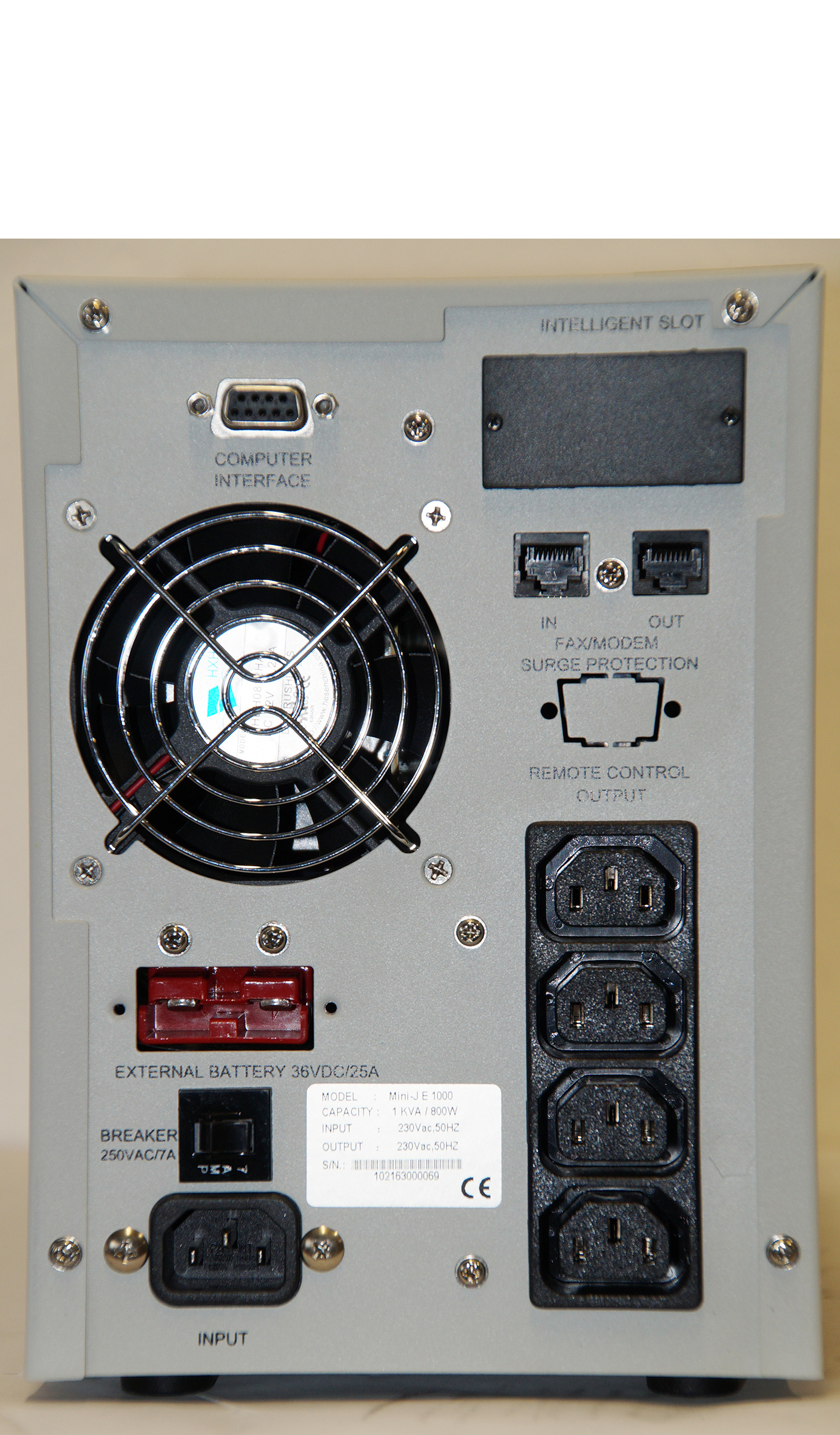Steckplätze der USV Mini-J-E-1000