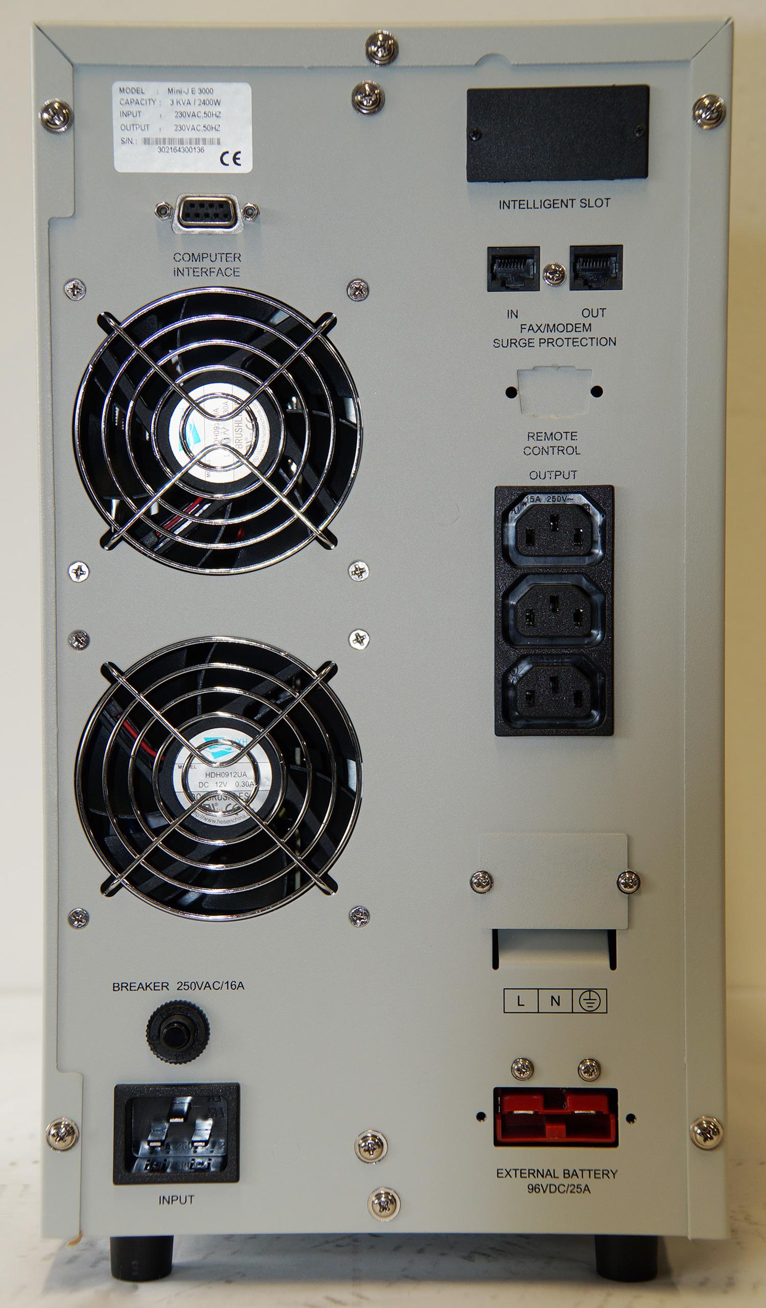 Steckplätze der USV Mini-J-E-3000